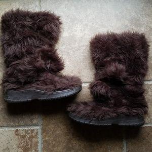 Colin Stuart fuzzy fleece lined winter boots